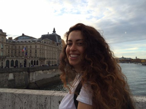 Sandra Malalah fra Sandefjord skulle ut og danse i Paris sentrum fredag kveld, men endte opp med å søke tilflukt på et hotell.