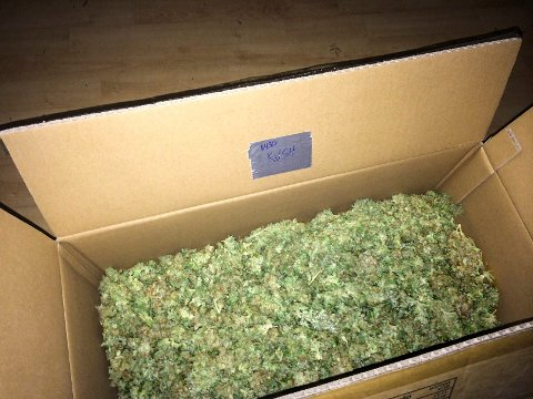 Politiet fant marihuanaen pakket i 13 esker, omgitt av pakker med kaffepulver. Illustrasjonsfoto