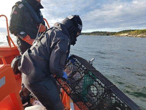 STAUPER: Flere teiner ble beslaglagt under aksjonen og mange fiskere vil få seg en real smekk av ordensmakten i tiden fremover.
