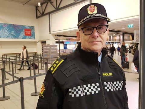 HAR FÅTT INFORMASJON: Politistasjonssjef i Sandefjord Brian Jacobsen sier politiet har mottatt informasjon som gjør at de vil ha ekstra vakthold på flyplassen.
