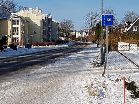 FUNNET HER: Mannen som ble slått ned, ble  funnet i Bugårdsgata, like i nærheten av brannstasjonen, flere timer etter at han ble slått ned. Det var kuldegrader den aktuelle natta i februar 2015.