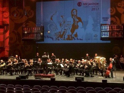 NM i janitsjar: Sandefjord musikkorps  på scenen i Trondheim.