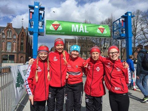 SEIER: Julie Bjørge Madsen (fra venstre), Anne-Grete Løwe Stillerud, Anna Torve Lyse, Camilla Vataker Liverød og Maria Paulsen Liverød løp inn til seier i klassen 10-12 år i Porsgrunnstafetten.