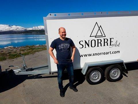 PÅ VEI TIL SANDEFJORD: Johannes Johansen og en tilhenger full av kunst setter snart kursen mot Sandefjord for sommeren.
