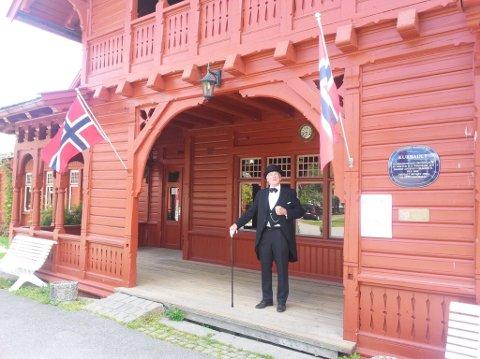 DOKTOREN KOMMER: Onsdag 2. august er det selveste dr. Thaulow som står for omvisningen i Kurbadet.