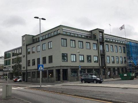 RENOVERT: Vestveggen er nymalt. I løpet av oktober flytter Danske Bank inn i andre etasje, over den kommende Groovy Diner-restauranten.