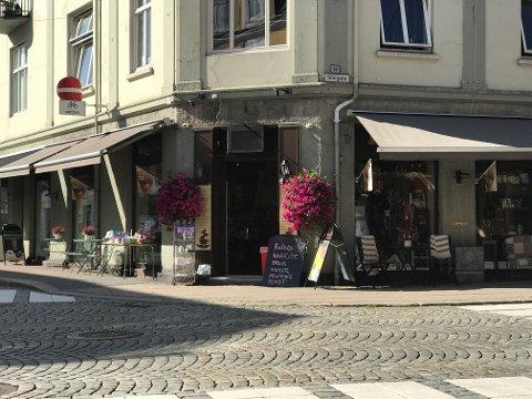 SELGES: Kaffespesialen på hjørnet av Storgata/Kongens gate er til salgs etter rundt 20 år.