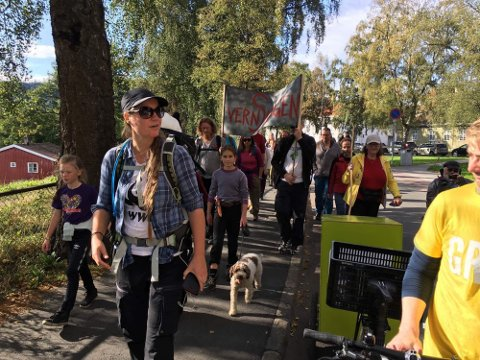 SEKS UKER: Høyjordingen Trude Myhre er skogbiolog i WWF. Siden 1. august har hun vært på tur fra Oslo til Trondheim for å ta vare på skogene. Her ankommer hun Trondheim søndag ettermiddag.