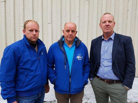 FRIKJENT: Hans Gunnar Torp (i midten) er glad for at han og Torp Elektro endelig er renvasket for korrupsjonsanklagene i Jotun-saken. Sønnen Morten Torp er i dag daglig leder i firmaet. Til høyre ser vi advokat Bjørn Stene, som har vært en av Torps to forsvarere gjennom alle tre rettssakene.