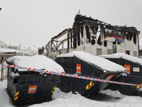 TOTALSKADD: Bygningen ble helt ødelagt i brannen søndag.