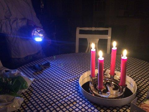 STRØMBRUDD: Med tre strømbrudd i Kodal på kort tid, er det hendig å ha stearinlysene lett tilgjengelig.