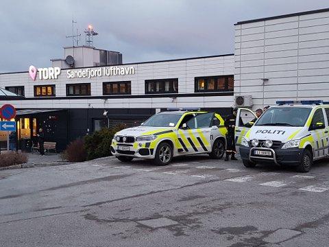 REISTE TIL TORP: Travkusken fikk et møte med rettsapparatet etter at han ikke oppførte seg på et Widerøe-fly. Illustrasjonsfoto: Sigurd Øie