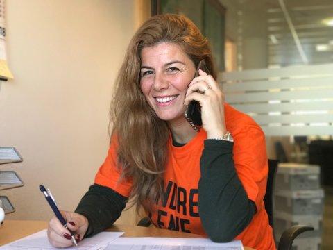 RINGERUNDE: Yllka Neziri (38) og et tjuetalls næringslivsfolk tok torsdag en ringedugnad for å få bedrifter til å støtte årets TV-aksjon med et beløp.