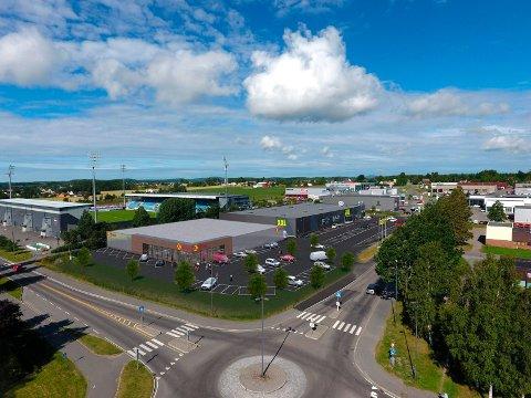 COOP EXTRA: Dagligvarebutikken er planlagt bygd rett ved siden av sportsbutikken XXL og Komplett Arena. Butikken er på ett plan og får et areal på 2.000 kvadratmeter.