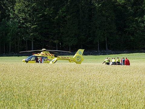 I HELIKOPTER: De to hardest skadde syklistene ble fraktet til sykehus med ambulansehelikopter.
