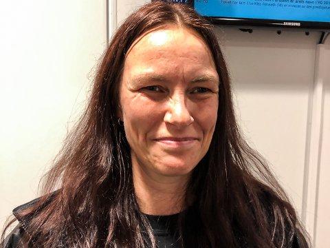 FØRSTEMANN: Anette Kihle (41) kan juble over fullført fagprøve innen byggdrifterfaget.