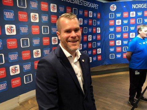 GA SEG MED CUPSØLV: Espen Bugge Pettersen kostet på seg et smil til tross for cupfinaletapet mot Rosenborg søndag.