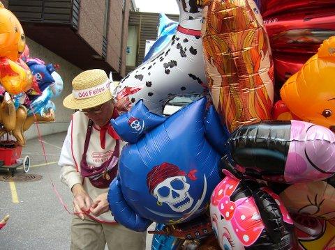 FORSVINNER: Ballongselgerne til Odd Fellow har ombestemt seg, og vil ikke selge heliumballonger på 17. mai.