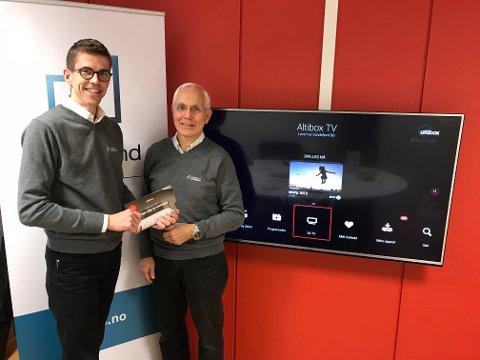 Claus Fevang Vidum og Knut Aadne er fornøyde med å nå ha fått på plass en ny TV-løsning for de som bor i Sandefjord.