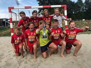 PRESTERTE: Sandefjord TIF G13 imponerte under sluttspillet i beachhåndball lørdag.
