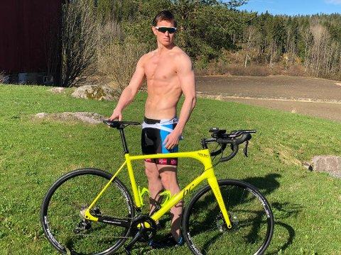 KLAR FOR TRIATLON: Frank Løke stiller til start på Norseman Xtreme Triathlon i august. Først skal det trenes. Bildet er fra tidligere i år da Løke varmet opp til Holmenkollstafetten.