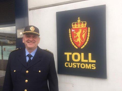 FORNØYD: Seksjonssjef Sven-Øystein Ferstad i Tollvesenet er svært fornøyd med den gode jobben valutahundene gjør.