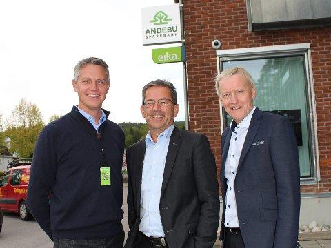 PÅ PLASS I BANKEN: Fra venstre John-Reidar Pettersen, Steinar Holtskog og Bjørn Einar Grytne
