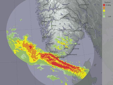 NEDBØR: Kartet viser hvordan nedbøren er på vei innover sørlige deler av landet. Dette bildet er fra klokken 12 fredag. Foto: Meteorologisk institutt/Yr.no