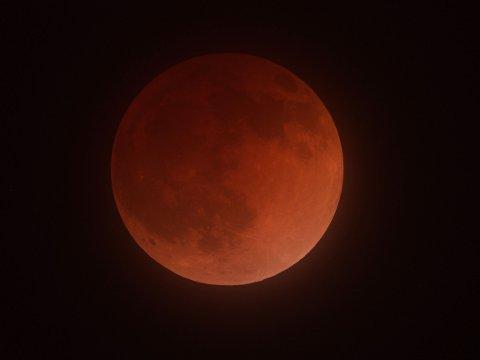 BLODMÅNE: Denne supermåneformørkelsen ble fotografert fra California 15. april 2014.
