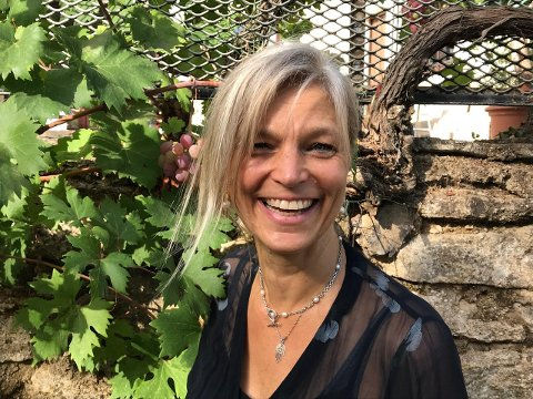 EVENTYRLYSTEN: Karethe Linaae er født og oppvokst i Sandefjord, men da hun flyttet til utlandet som 18-åring ble det starten på et helt nytt og annerledes liv.