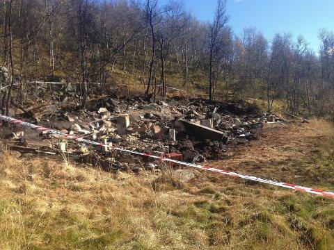 FOREBYGGENDE: Brannårsaken til denne hyttebrannen i Telemark er ikke kjent, men ifølge Direktoratet for samfunnssikkerhet og beredskap forekommer bygningsbranner i skorstein og ildsted hyppigere i hytter, enn i boliger.