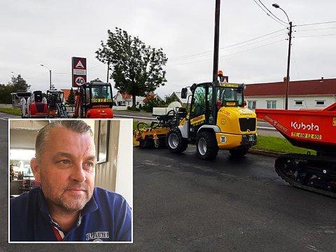 TYVERI: En hjullaster av typen Kramer 5030 (den gule maskinen på bildet) ble natt til fredag 1. november stjålet fra Høyde-Service i Sandefjord. Det synes distriktssjef Leif Inge Bjørnøy er forferdelig trist.