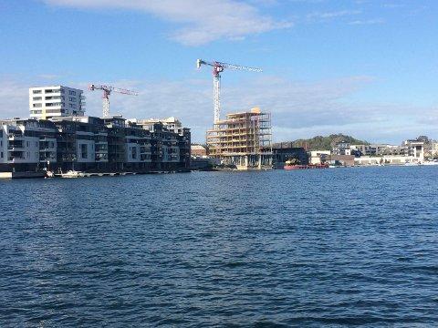 SJØFRONTEN: Byggearbeidene på Nye Kilen Brygge fotografert 15. mai i år. Den slags blir det ikke mer av i Kilen, har planpolitikerne nå vedtatt.