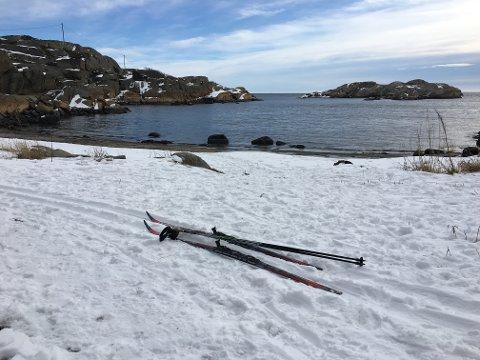 MILDVÆR: Mange håper på kuldegrader, snø og skiføre i vinterferien, men i år må vi ta til takke med mildvær. Kanskje er det siste mulighet til å nyte løypene i Fruvika, hvor dette bildet ble tatt for to uker siden.