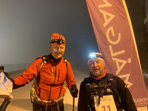 I MÅL: På kveldstid og i tett tåke kom Trond Gjelstad til mål i Pendlerrennet. Her sammen med Jan Tore Karlsen fra Gjøvik.