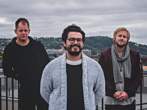 MER SANDEFJORD: Lars Støvland, Chris Medina og Eirik Næss kommer til Draaben kulturbar fredag 22. mars. PRESSEFOTO