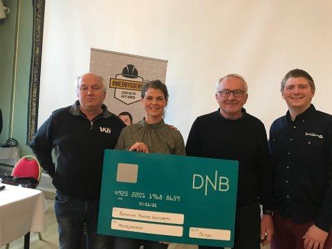 VINNER: Berenike Munthe Wulfsberg fra Sandefjord vant Medbyggernes quiz mot svart arbeid. Her sammen med Roy Holth, Odd Rui, og Dag Arne Nilsen.
