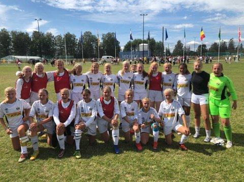 SLÅTT UT: Runar-jentene, her etter seieren mot Nore Neset/Os i Norway Cup, tapte for KFUM i 1/8-dels finalen. Dermed er laget ferdige i Norway Cup for denne gang.