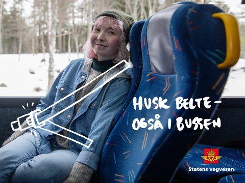 HALVPARTEN BRUKER BELTE: En av to i alderen 15–29 år tar daglig eller ukentlig buss med belte. Men til tross for tilgjengelig belte på hvert et sete, velger kun halvparten av de yngste å ta det i bruk. FOTO: Statens vegvesen