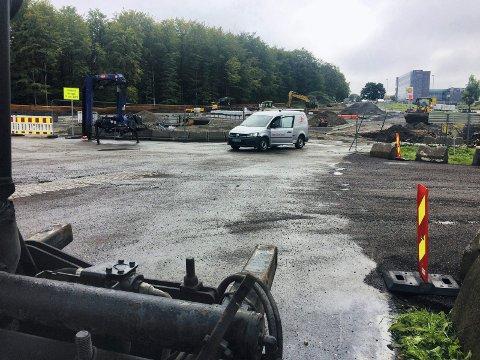 NYTT KNUTEPUNKT: Gravearbeidene på Fokserød er i full gang. I løpet av november skal det nye anlegget stå ferdig.