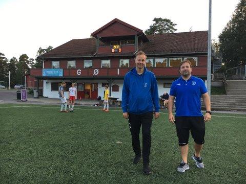 Hovedlagsleder Helge Siljan (til venstre) og daglig leder i GØIF, Chris Michael Olsen, håper mange tar turen opp til GØIF søndag for fotballmoro, aktiviteter og se noen av landets beste 14-åringer spille kretslagskamp.