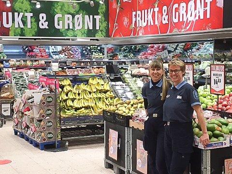DIGITAL HVERDAG: Ann Kristin Strandskog og varehussjef Tonni-Merete Næss gleder seg til nye løsninger i en moderne butikk.