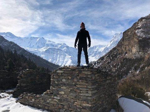PÅ VEI OPP: Frank Løke følte seg veldig sprek på turen opp til basecamp på 4.900 moh., men så var det stopp.