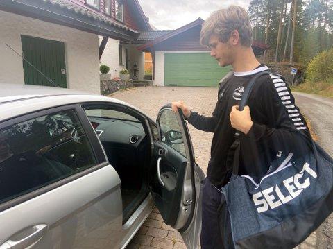 MYE KJØRING: Eirik Jarl Haukedal har noen timer i bil hver uke for å komme til og fra trening og kamper i Sandefjord.