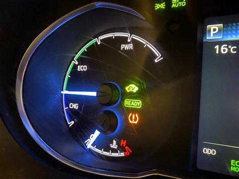 TPMS: Tyre Pressure Monitoring System er et overvåkningssystem med sensorer som varsler om at trykket faller i dekket. Den oransje lampa lyser ofte etter et dekkskift.