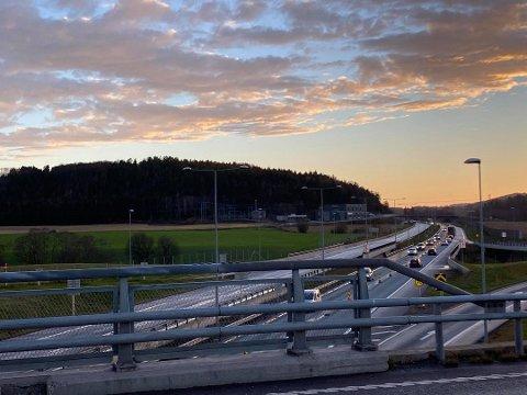 KORONATRAFIKK: Fasiten fra Statens Vegvesen,  Vegfinans og bensinstasjonen på Fokserød er klar. ARKIVFOTO: Øyvind Winding-Stavseth