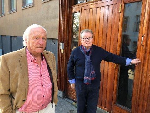 MATENTUSIASTER: Walter Nichtawitz (t.v.) og Edgar Ludl kjemper for at restaurant- og matfag på SVGS skal bestå. Her er de utenfor gamle Sandefjord kokk- og stuertskole.