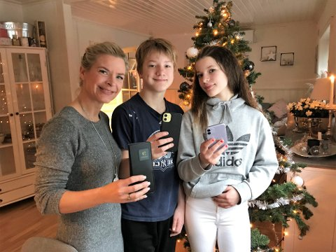 GÅR FOR BRUKT: Familien Aarsten Jensen er veldig fornøyd med mobilløsningen sin. Fra venstre: Ida, Tobias og Emilie.