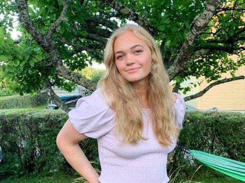 «SVØMMEÅR» ELLER STUDIER: Aleksandra Liverød (18) bruker store deler av fritiden sin til svømming. Nå vurderer Sandefjord-jenta om hun skal ta et «svømmeår» etter videregående, for å satse for fullt på idretten. – Det blir nok enten det eller jusstudier, sier hun.