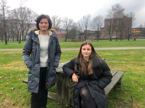 HØYREPOLITIKERE: Anne Strømøy (t.v.) og Karoline Aarvold sier det er penger i fylkesbudsjettet til å drive RM-linjen videre.